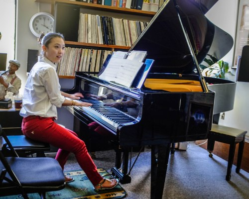 My pianist partner Amy Lee, practicing before one of our coachings.