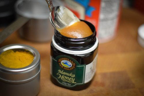 manuka-honey-jar