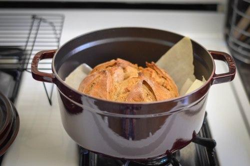 cocotte-sourdough-bread